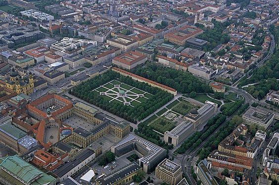 Luftbild aus Zeppelin: Residenz, Hofgarten, Bayerische Staatskanzlei München