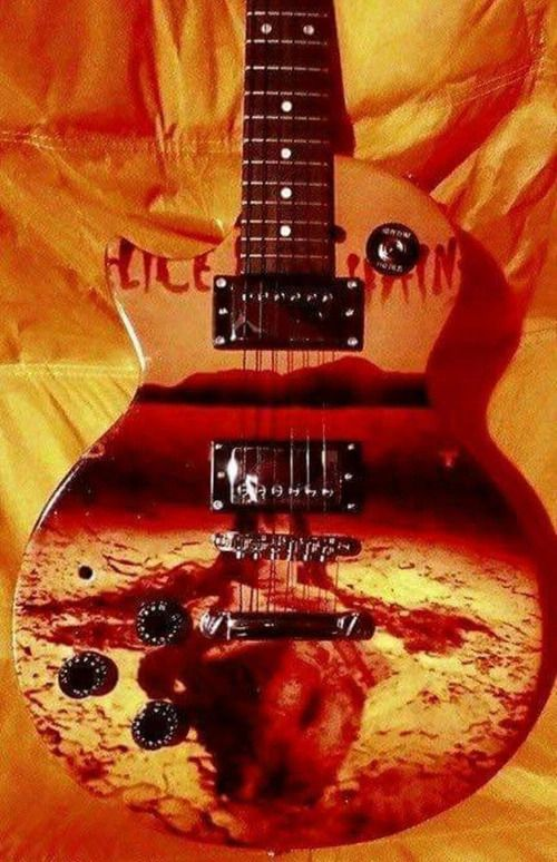 Is This Guitar Badass Or What Alice In Chains Albums Alice In