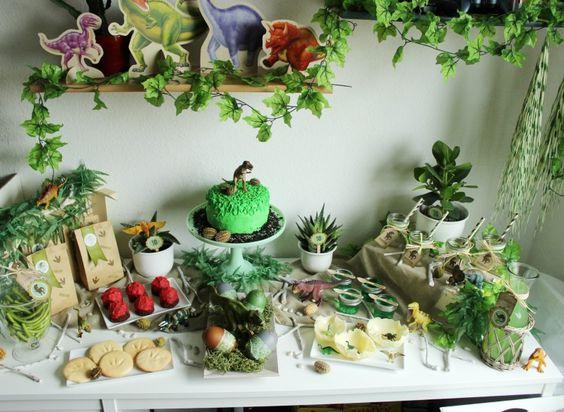Fiesta de cumplea os infantil tem tica dinosaurios mira - Como decorar un cumpleanos ...