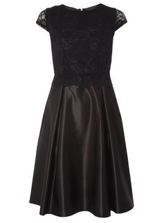 **Luxe Black Lace Prom Dress