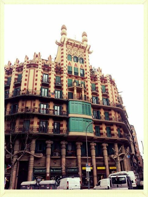 Beautiful facade in Barcelona Preciosa fachada en Barcelona