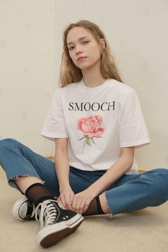 Normcore mais pas trop, la marque coréenne Low Classic réussit le pari de rendre cool et féminins ces bons vieux basics qu'on possède tous dans nos vestiaires.  #cartonmagazine