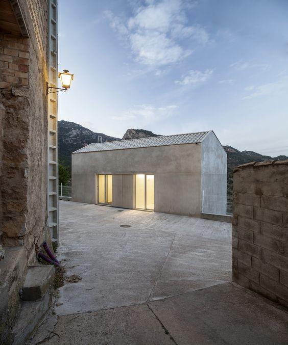 Consultorio de Paüls (Tarragona)   Vora Arquitectura