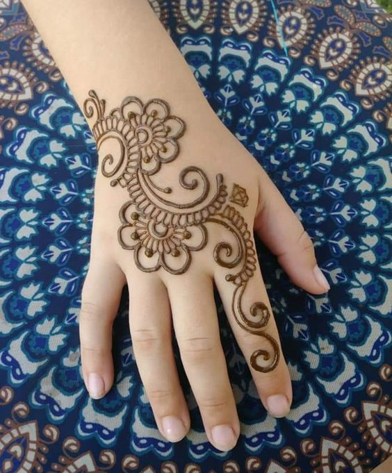 Simple Trail Mehndi design