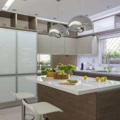 detalle de muebles de cocina: Cocinas de estilo Moderno por GUTMAN+LEHRER ARQUITECTAS