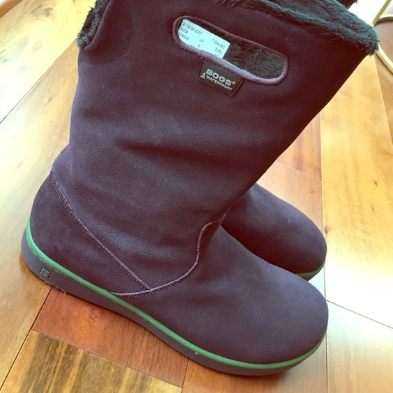 Bogs boots Gorgeous Bogs boots. Waterproof. Leather upper and rubber sole. Really good condition. Bogs Shoes Winter & Rain Boots