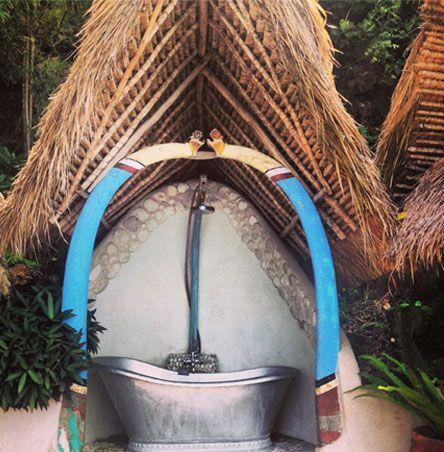Temple Lodge Bali -Badewanne Outdoor, Affen kommen zu Besuch. Ein Traum
