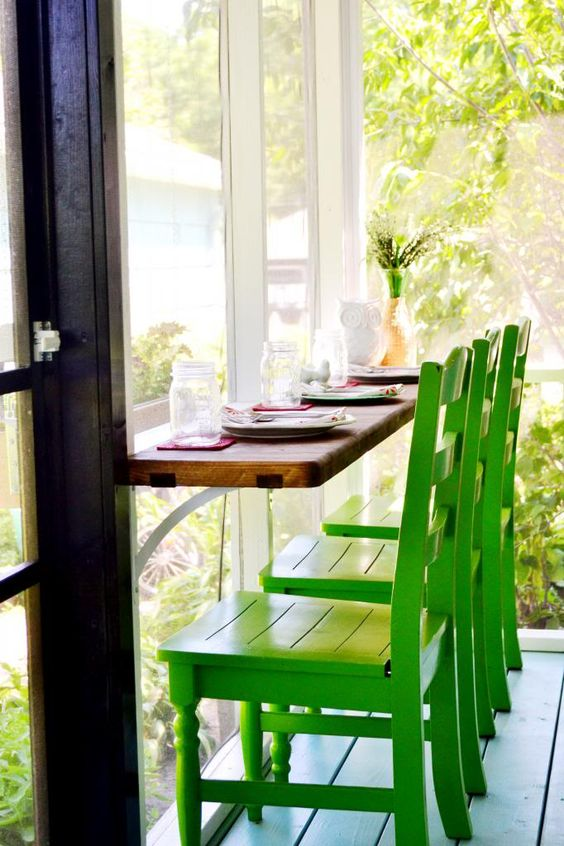 Seating/table in the screen porch.  Good for plants when not needed for eating.  :)  RedBirdBlue: Our Home: