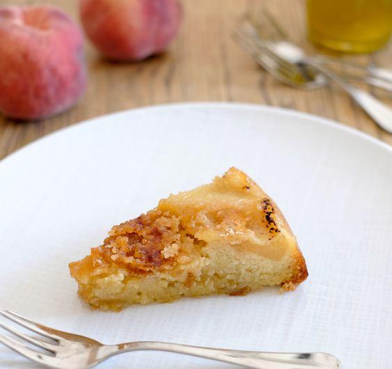 Gâteau moelleux aux pêches, amandes et huile d'olive (sans gluten)