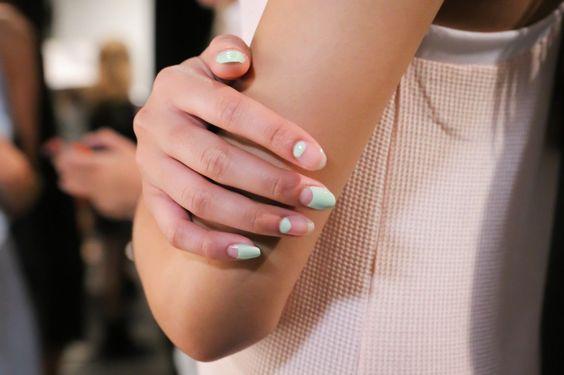   ClioMakeUp Blog / Tutto su Trucco, Bellezza e Makeup ;) » Smalti primaverili, tra nail art e unghie naturali: tutti i prossimi trend!