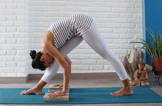 postura para dias antes de la menstruacion, calmar tu mente y   relaja tu…