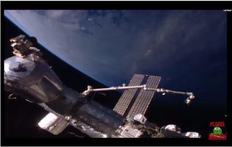 + - Um ovniólogo avistoumais uma possível nave alienígena próxima da Estação Espacial – e sugere que a nave em formato de charuto pode ter nos visitado antes. Scott C. Waring avistou o objeto em vídeo da NASA, da Estação Espacial – e apontou quanto a uma similaridade a outro suposto veículo avistado próximo do …