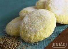 BISCOITINHOS DE FUBA (untar a fôrma com amido de milho no lugar da farinha)