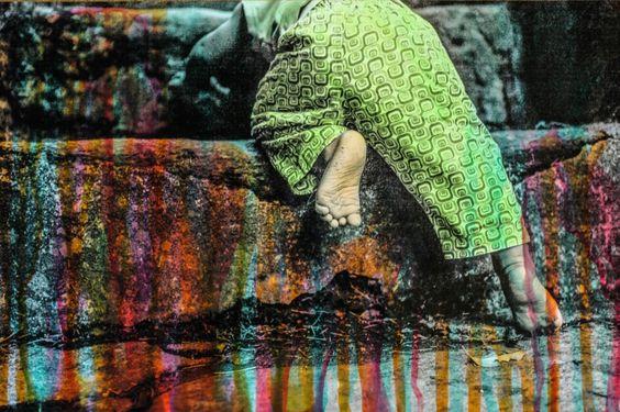 """""""APRENDENDO A IR"""" Fotografia em PB, pintada manualmente em aquarela. (Exposição Contos - por Aline Brant. Out/2014)"""