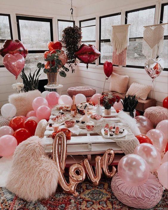 Valentine's Day Photoshoot, Valentine's Day Photoshoot Ideas, Galentine's Day Brunch, Galentine's Day Photo Shoot, Valentine's Day Props, Galentine's Day Photoshoot, Galentine's props, Valentine's Day Party, Galentine's Day Party, How to Throw a Valentine's Day Party, #valentinesday #galentinesday, Red and Pink party, Balloon photoshoot, Balloon prop ideas, Valentines party ideas, Galentines party ideas, flatlay ideas, flat lay inspo, valentines day flat lay