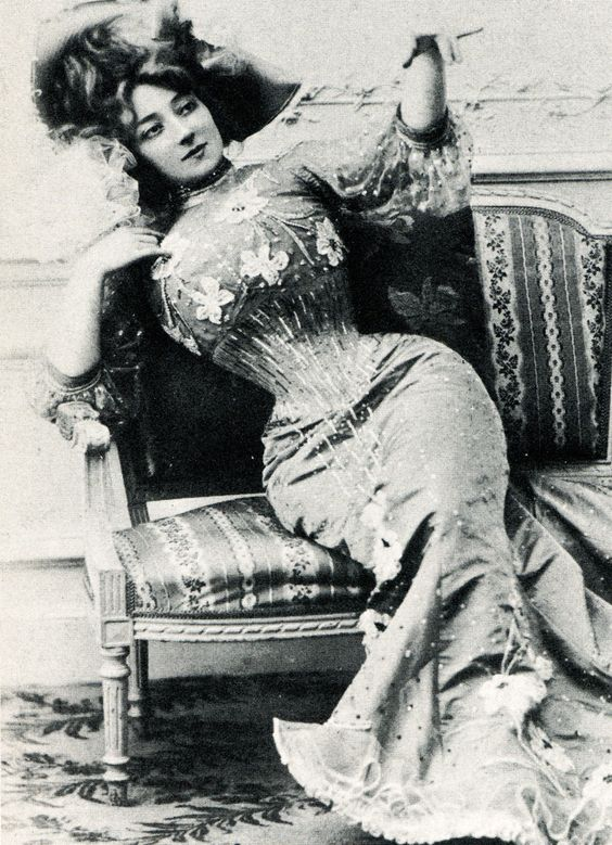 Anna Held c. 1890's - her waist is absolutely insanely small:
