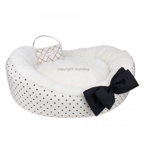 mom's favorite dog bed dot by Louisdog