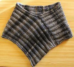 """Stilista Karlotta poncho Schulterwärmer """"Libby"""" fashion Mode handcrafted handgefertigt knitware designer label www.stilistakarlotta.com"""