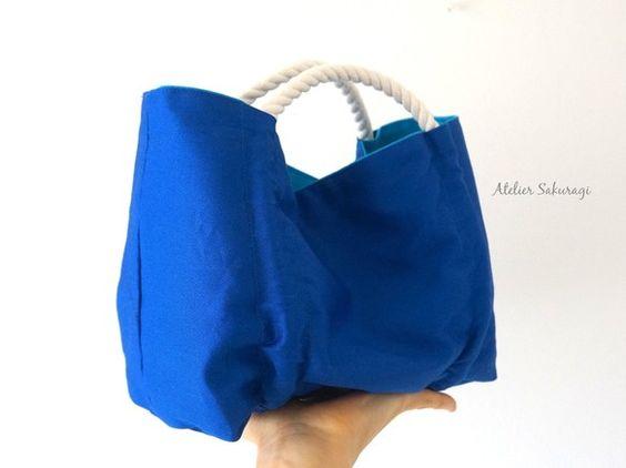 <bao zi/包子>くしゃっ、コロッとしたカタチが点心みたいなミニバッグ、コバルトブルー×発色のきれいな水色の組み合わせです。お散...|ハンドメイド、手作り、手仕事品の通販・販売・購入ならCreema。