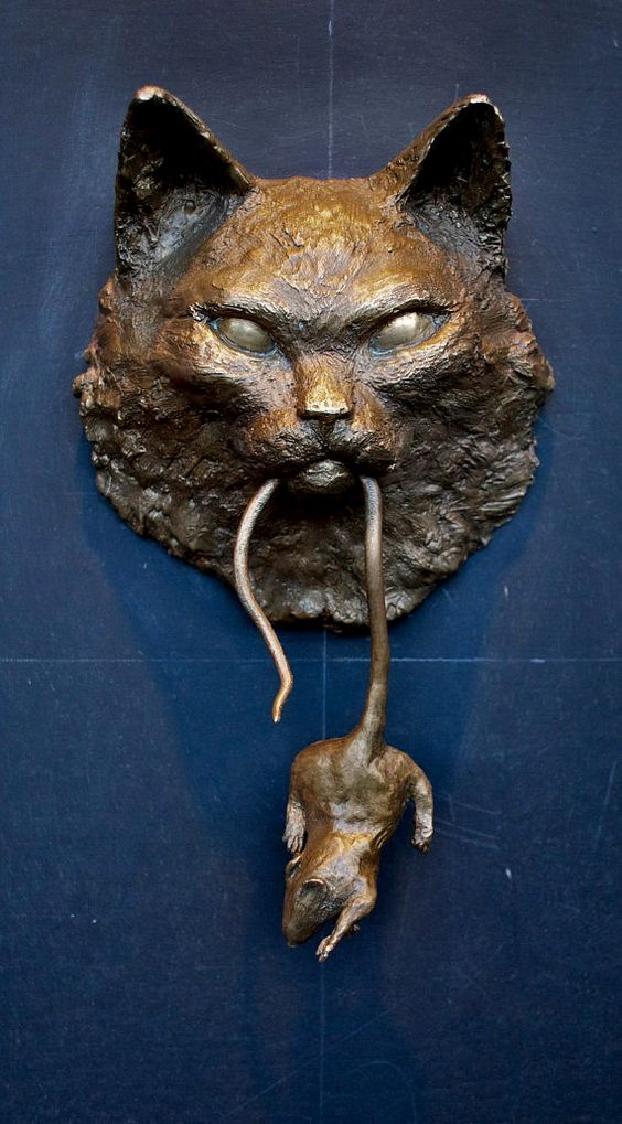 interessanter Türklopfer schmiedeeisen katze maus mund This is a poor choice for a door knocker. lmao!: