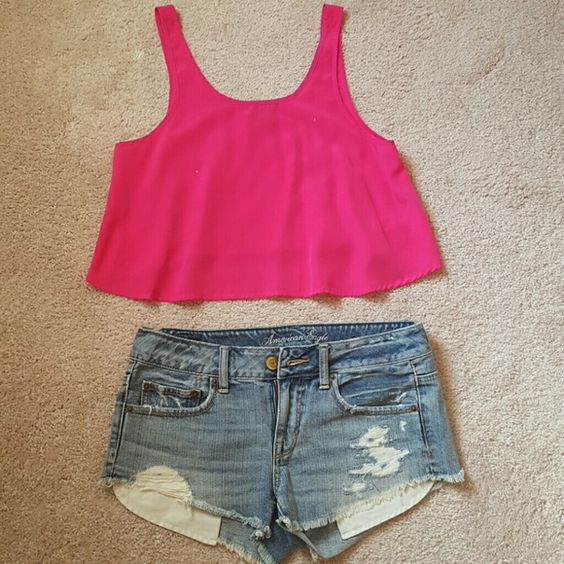 American Eagle Destroyed Shorts Destroyed shorts with showing pockets. American Eagle Outfitters Shorts Jean Shorts