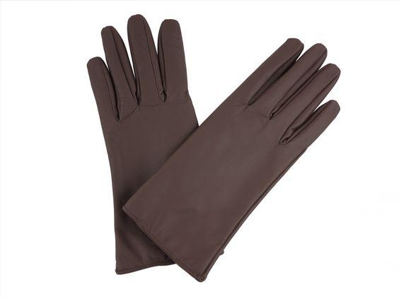Luvas feminina social de couro pelica, com forro de tecido peluciado e elástico no punho.