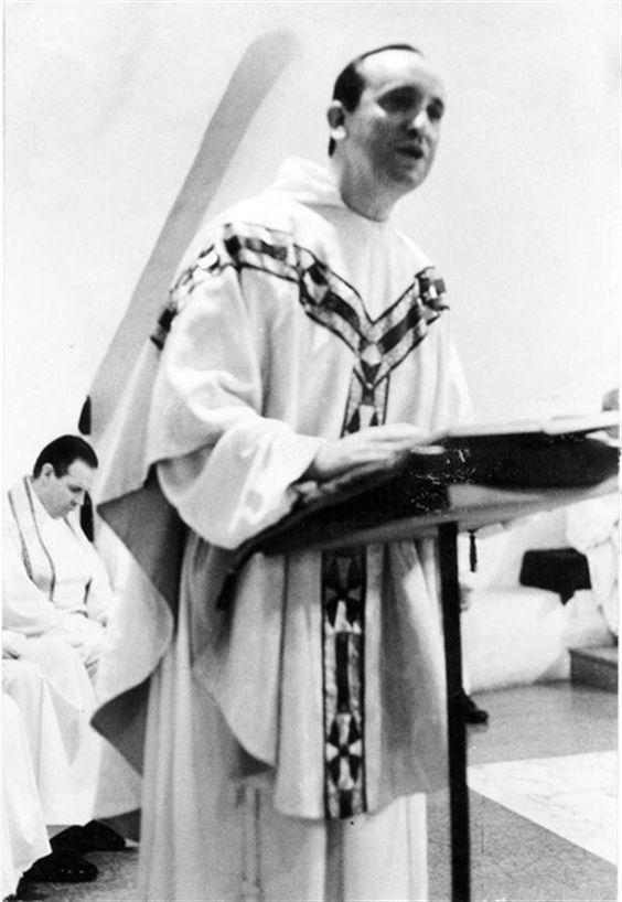 Se ordenó sacerdote el 13 de diciembre de 1969. el 31 de julio de 1973 fue elegido Provincial de la Argentina.