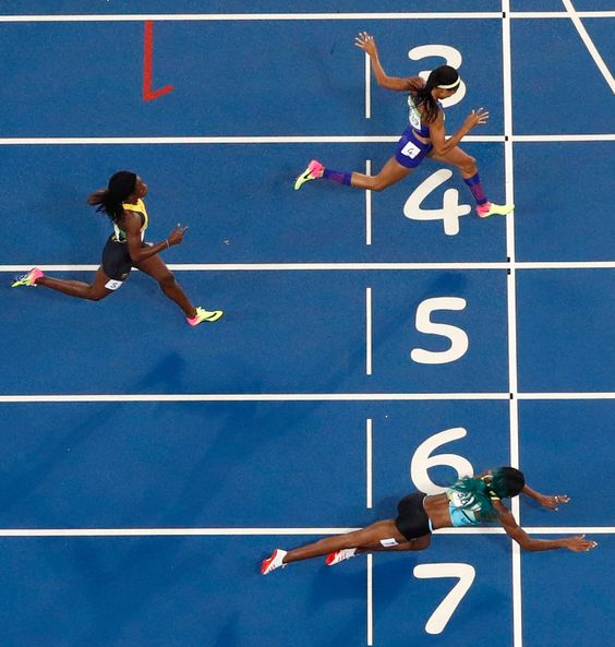 Rio Olympics: Shaunae Miller Dives to Gold in 400 Meters - The New York Times