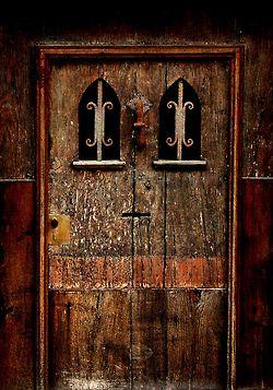Ancient wooden #door with decorative portals - trecientostreintaytres