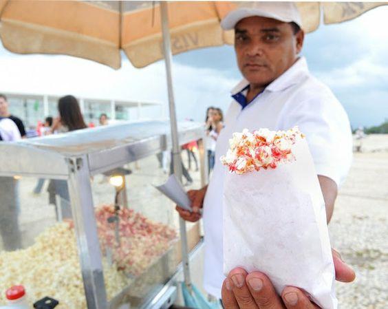 Pipoca Doce e Salgada.   14 comidas de rua que são a cara do Brasil