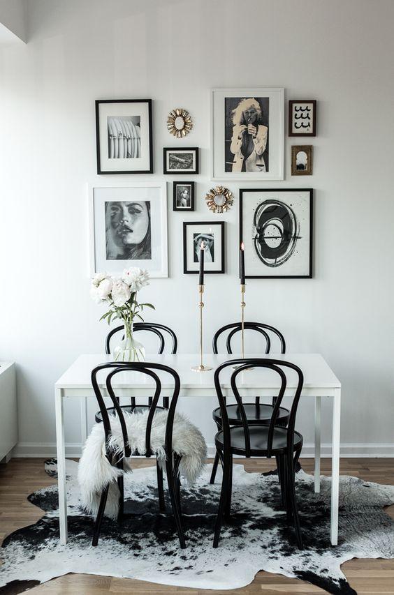 Decorar una pared con fotos diferentes y otras cosas