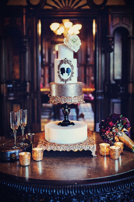 Vintage wedding cake /// Photo by William Innes Photography, Cake Design by CAKEGoodness: