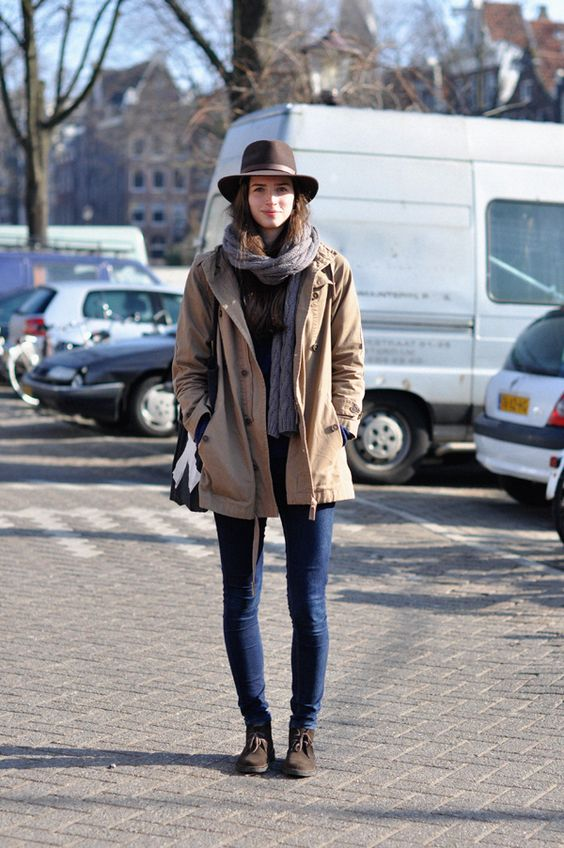 Scarf.  Hat.  Skinny Jeans.  Shoes.    Source: http://obliteratedheart.tumblr.com/post/42664596410