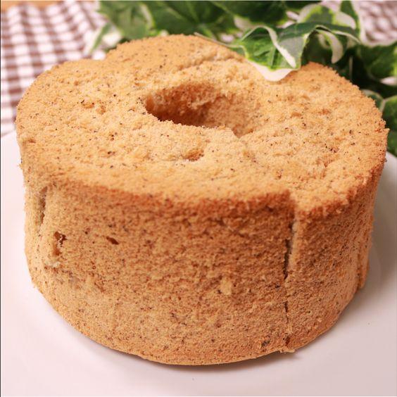「いい香り!紅茶のシフォンケーキ」の作り方を簡単で分かりやすい料理動画で紹介しています。いつものシフォンケーキも、家にあるティーバッグを使えば、ふんわり紅茶香るシフォンケーキに! おうちでゆっくりシフォンケーキはいかがですか?ホームパーティや、お子様のおやつにも最適です。 ぜひ作ってみて下さい。