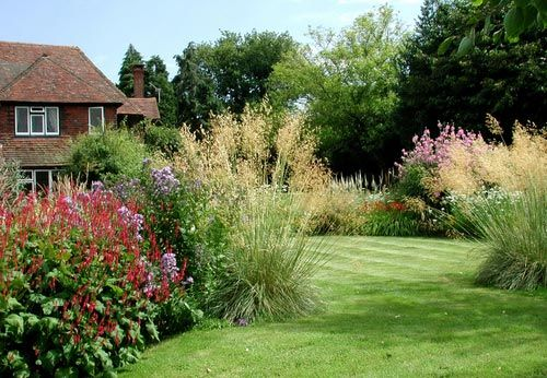 Large garden design ideas the exuberant planting of this for Country garden ideas