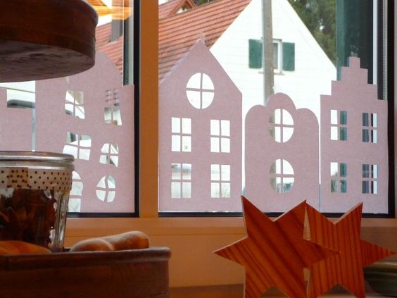winterliche fensterdeko aus papier diy basteln. Black Bedroom Furniture Sets. Home Design Ideas