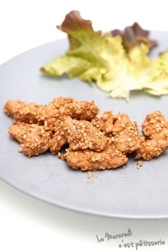 Le mercredi c'est pâtisserie: Bouchées de poulet au sésame Ces petites bouchées chaudes, sur de la salade, avec une petite vinaigrette : terrible !!!