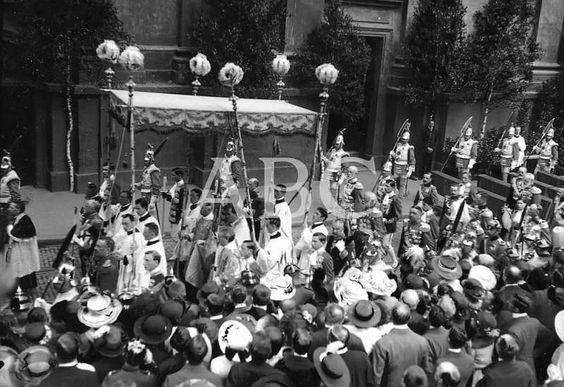 Alemania, junio de 1914. La fiesta del Corpus Christi en Baviera. Solemne procesión celebrada este año en Munich, a la cual concurrieron el rey Luis III y el Arzobispo Cardenal Bottinger