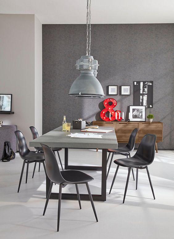 Mit dem angenehm schlichten Stil fügen sich die zeitlosen Stühle hervorragend in zahlreiche Wohnkonzepte ein. Sie sind als 2- oder 4-teiliges Stuhl-Set erhältlich und stehen in mehreren Farbvarianten zur Wahl. Die runden und schlanken Stuhlbeine aus Metall betonen die reduzierte Formensprache. Sie streben zum Boden hin leicht auseinander und schaffen so optimale Stabilität.