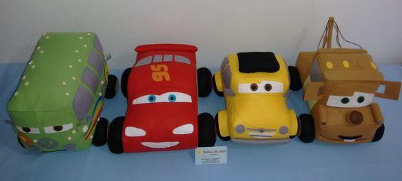 Esse mês também tivemos por aqui os Carros Disney. Mcqueen, Fillmore, Mate e Luigi.       Os carros têm em média 20 cm de altura, 25 cm de ...