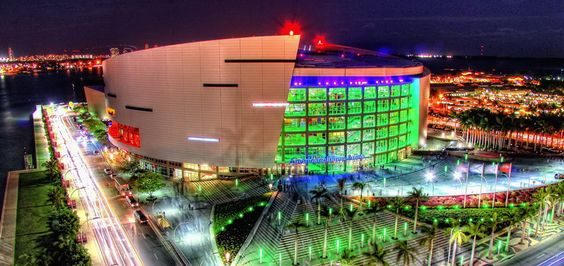 American Airlines Arena, a place where you can feel the real spirit and heat of Miami… Miami Heat, a famous basketball club from Florida, until the end of 1999 played their home games at Miami Arena.