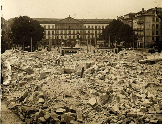 Porto Demolição do antigo edifício da Câmara Municipal do Porto, para abertura da Avenida dos Aliados, em 1916.