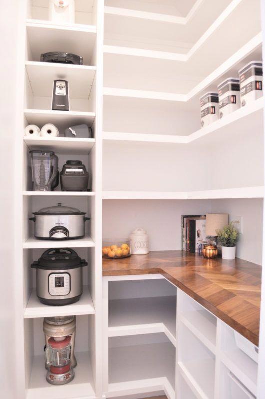 Kuche Mit Kleiner Speisekammer Mit Bildern Kuchendesign Deko Tisch Speisekammer