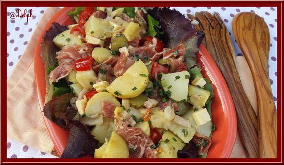 A la maison lorsqu'il fait chaud, nous adorons les salades froides, elles sont toujours différents selon ce que je trouve dans mon réfrigérateur, ce jour là il y avait: Ingrédients: 8 pommes de terres moyennes cuites 10 tomates cerises 4 cornichons Dés...