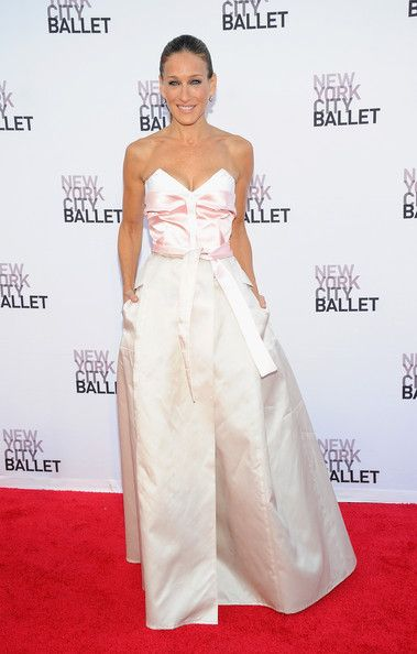 Sarah Jessica Parker Photos Photos - Sarah Jessica Parker attends New York  City Ballet 2013 Fall Gala at David H. Koch Theater, Lincoln Center on September 19, 2013 in New York City. - Arrivals at the NYC Ballet Fall Gala —Part 5