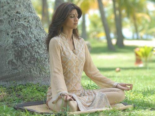 Shilpa Shetty Yoga Asanas and its Benefits   * Celebrity Yoga ...