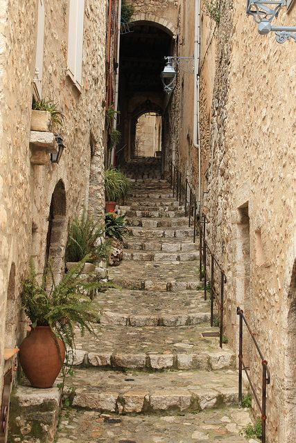 Endless steps of St-Paul-de-Vence by Matyas Dubai. European Farmhouse and French Country Decorating Style Photos. #stpaul #stonesteps
