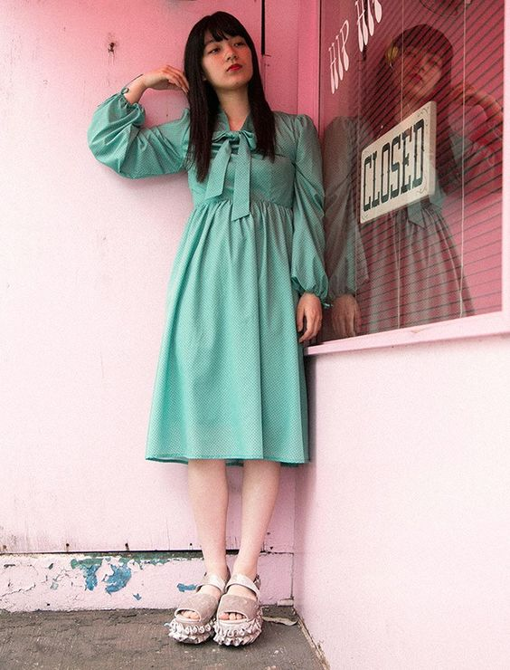 緑の服を着た祷キララ