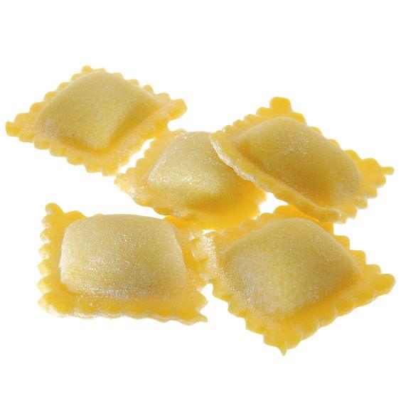 TORTELLI DI PATATE - Pasta fresca all'uovo con ripieno - Cottura: 3 minuti. Ingredienti pasta: semola di grano duro, farina, uovo, sale. Ingredienti ripieno: ricotta, patate, pancetta di maiale, polpa di pomodoro, Grana padano, sale, spezie. #Poggiolini #pasta #pastafresca #tortelli #patate #Toscana