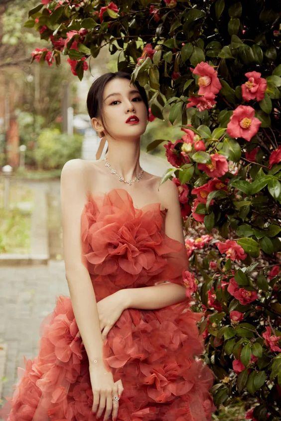Ngam 3 mau vay cuoi cua A hau Tuong San Long lay nhu cong chua diu dang nhu tieu thu